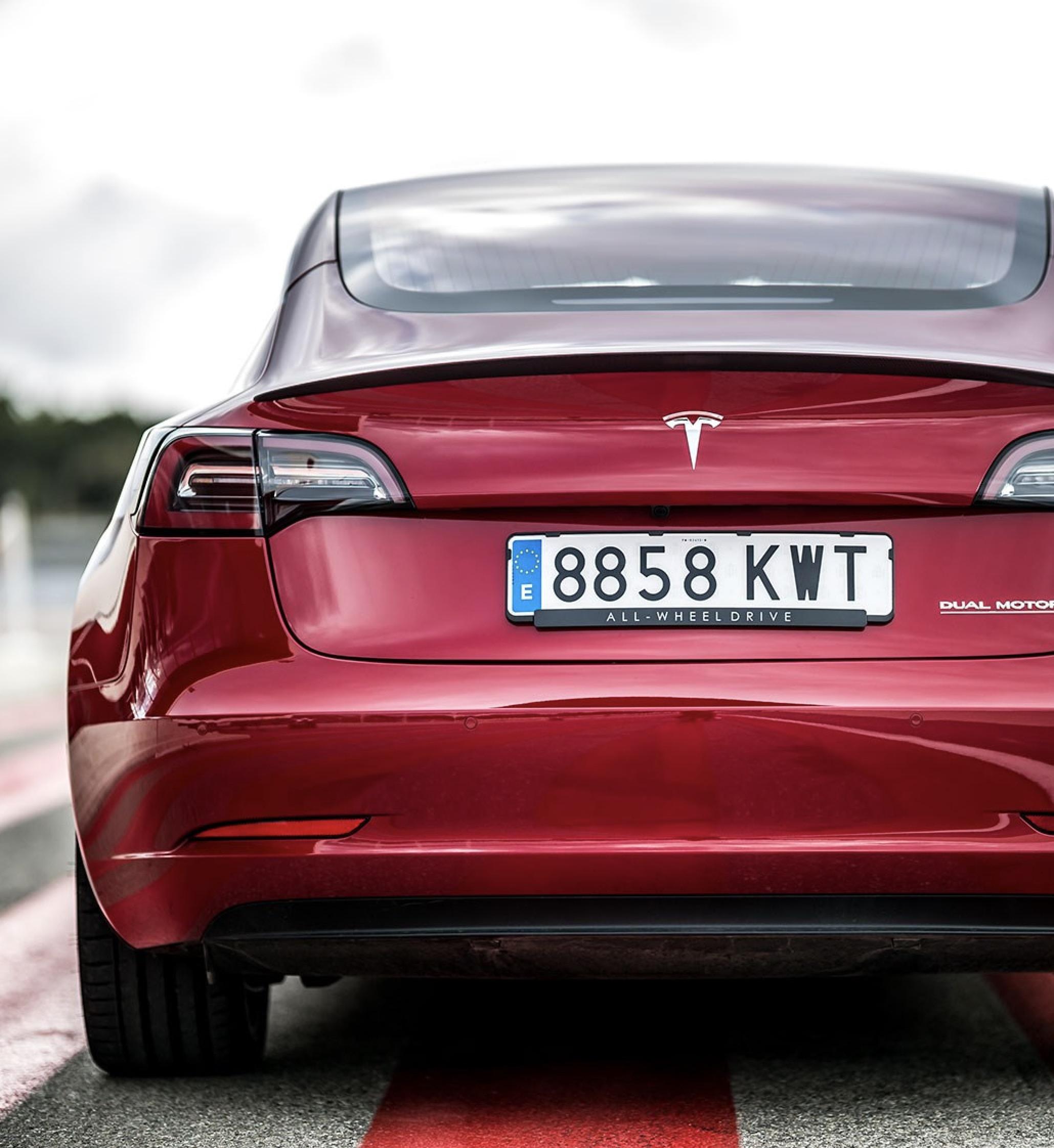 Tesla Model 3 znak